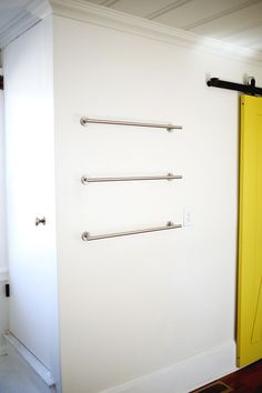 DIY: Porta utensílios para organizar a cozinha feito de bambu e barra de aço