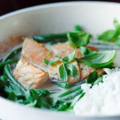 Green beans and salmon curry Salmon Curry, Whole Food Recipes, Healthy Recipes, Fish And Seafood, Green Beans, Healthy Eating, Healthy Food, Food And Drink, Nutrition