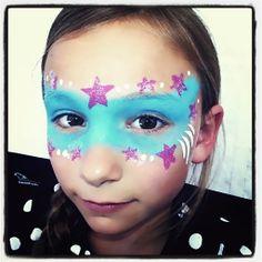Supergirl mask! Easy superhero face painting. Simple face paint idea. Painter Stars Super girl ideas.