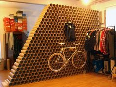 wall made by recycling cardboard tubes Cardboard Tube Crafts, Cardboard Furniture, Cardboard Crafts, Recycled Furniture, Bike Storage, Deco Design, Retail Design, Visual Merchandising, Diy Wall