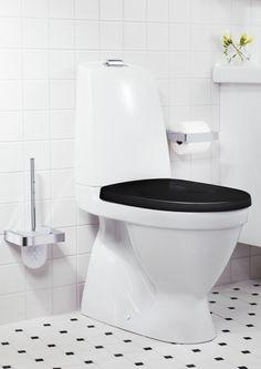 Nautic toalett med svart sits.   GUSTAVSBERG