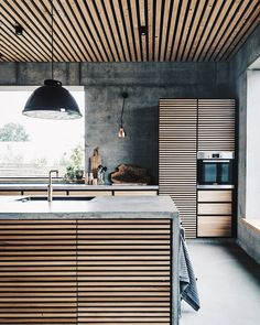 Colorful your Kitchen with Mid-Century Modern Lamps Modern House Design colorful kitchen Lamps midcentury Modern Modern Kitchen Interiors, Industrial Interiors, Interior Design Kitchen, Kitchen Modern, Kitchen Industrial, Vintage Industrial, Industrial Living, Modern Kitchens, Industrial Farmhouse