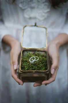 Mariage bohème ☆ Bohemian wedding inspiration: The Enchanted Forest - Happy Chantilly Wedding Ring Box, Boho Wedding, Wedding Ceremony, Dream Wedding, Wedding Day, Garden Wedding, Wedding Vintage, Wedding Things, Perfect Wedding
