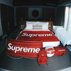 Supreme X Bed x Beach Ball x Bag x Clout Mens Room Decor, Bedroom Decor, Home Decor, Men Bedroom, Bedroom Setup, Mode London, Hypebeast Room, Supreme Clothing, Supreme Wallpaper