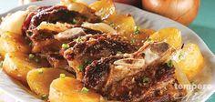 Esse Assado de costela e batatas é ideal para aquele almoço de domingo. Além de carne saborosa o prato não é tão caro de se fazer. Ingredientes 1 e 1/2 kg