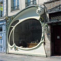 Design d'inspiration Art Deco devantutre de boutiquet a Douai, France.