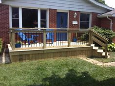 Simple but cute front deck!