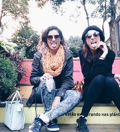 Meninas comportadas na Oscar Freire  || @ursulacoelho e @melolatelie - dicas de viagem - blog de viagem - São Paulo - Brazil - Cachecol - winter outfit - Adidas - Girls - infinity scarf
