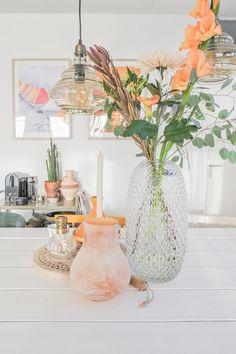 Binnenkijken bij niet zomaar een interieurstylist - Stek Woon & Lifestyle Magazine Glass Vase, Interior, Green, Inspiration, Lifestyle, Design, Home Decor, Accessories, Biblical Inspiration