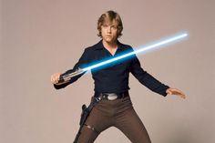 El sable láser de Star Wars es un elemento tan icónico y legendario como los propios personajes de la saga. Nadie puede escuchar las palabras Guerra de las Galaxias y no pensar inmediatamente en los sables láser y su inconfundible zumbido, así como en Han Solo, Chewbacca, R2-D2, Darth Vader o Luke Skywalker.Ver tam