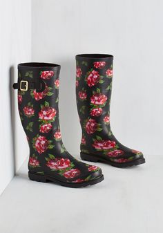 Splash of Panache Rain Boot in Roses. The drizzle doesnt stop you from bringing your brio out to play with these printed rain boots by Betsey Johnson! #brown #modcloth