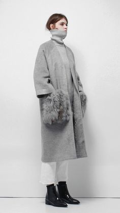 Sophy Fox Fur Coat – LOÉIL                                                                                                                                                                                 もっと見る