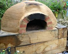 Outdoor clay oven made easy - Sooooo want one of these!