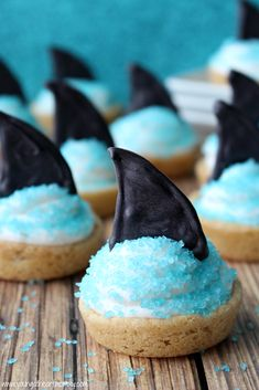 marshmallow fluff frosting Young At Heart Mommy: Marshmallow Fluff Shark Fin Cookie Cups Shark Cake, Shark Fin, Ocean Theme Snacks, No Cook Meals, Kids Meals, Shark Snacks, Marshmallow Fluff Frosting, Shark Cookies, Cookie Cups