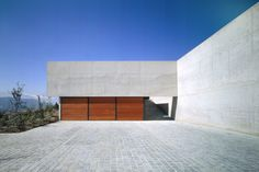 Casa 22 by Izquierdo Lehmann Arquitectos. Concrete and wood. Contemporary Architecture, My Dream, Facade, Concrete, Garage Doors, Design Inspiration, Exterior, Traditional, Nice