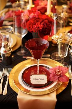 10 Ways to Add Big City Glam to Your Wedding Reception   Wedding Reception Ideas   City Themed Weddings   Black and Red Decor Martini