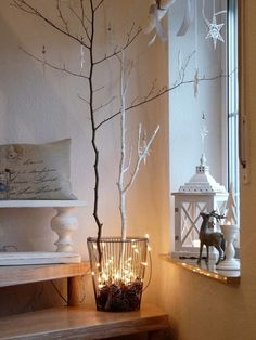Awesome 31 Minimalist Christmas Décor Ideas With White Wall And Glass Candle Box And Calm Lighting Christmas Tree