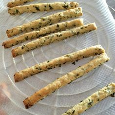 Express appetizer breadsticks with basil and lemon - Easy Dinner Recipes, Appetizer Recipes, Italian Pastries, Cold Appetizers, Vegan Bread, Appetisers, Cooking Time, Love Food, Brunch