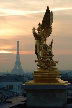 """Sur le toit de l'Opéra Garnier"" by just4kiss on Flickr - Eiffel Tower view from Opera Garnier's roof, Paris, France"