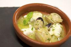 Marmita de kokotxas de bakalao y almejas en salsa verde de albahaca