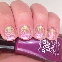 Stamped Easter Nails using the Bundle Monster holiday plate set.