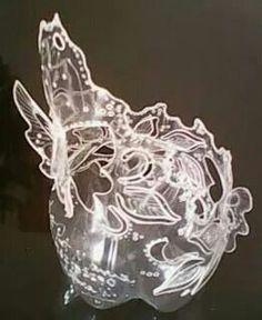 Tallado de una botella plástica.  Reciclado