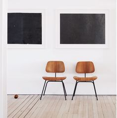 two squares, two chairs, four buttocks