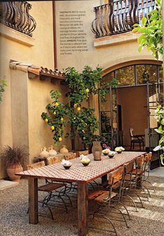 Great Inspiration For Tuscan Style Home Design. Adorable Outdoor Dining Room Tuscan Style Homes Design Idea With Brown Rectangle Large Traditional Dining Table Also Minimalist Classic Dining Chair. Tuscan Garden, Tuscan House, Tuscan Courtyard, Spanish Courtyard, Under The Tuscan Sun, Outdoor Rooms, Outdoor Dining, Outdoor Decor, Dining Tables