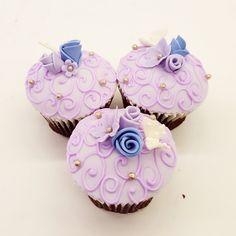 Elegant lavender rosette cupcakes! Rosette Cupcakes, Fun Cupcakes, Rosettes, Delicious Food, Lavender, Elegant, Desserts, Cool Cupcakes, Classy