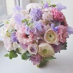 Букет невесты из ранункулюса пастельных тонов