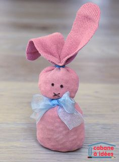 lapin-chaussette Tout Rose, Sock Crafts, Mini Albums, Pink Blue, Art For Kids, Baby Gifts, Origami, Lily, Teddy Bear