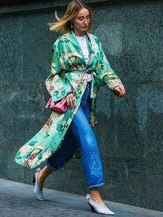 It seems pointless--unless you're a fashion designer running low on ideas, I guess.] Get your street style inspiration from Tbilisi's Fall fashion week. Blouse Kimono, Look Kimono, Kimono Outfit, Dress Ootd, Street Style Inspiration, Outfits Inspiration, Mode Inspiration, Fashion Inspiration, Outfit Ideas