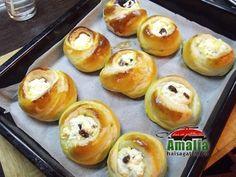 Branzoaice trandafir 9 Romanian Desserts, Hamburger, Deserts, Muffin, Sweets, Bread, Breakfast, Recipes, Food
