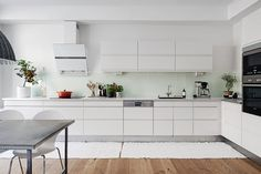 NOT A HOUSE, BUT A HOME   deux minutes Kitchen And Bath, Kitchen Dining, Kitchen Cabinets, Kitchen Utilities, Cuisines Design, Room Inspiration, Kitchen Inspiration, Kitchen Interior, Decoration