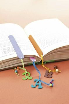 Earn Money From Home - Popsicle stick bookmarks! - You may have signed up to take paid surveys in the past and didn't make any money because you didn't know the correct way to get started! Popsicle Crafts, Craft Stick Crafts, Felt Crafts, Wood Crafts, Diy And Crafts, Crafts For Kids, Paper Crafts, Craft Ideas, Craft Stick Projects