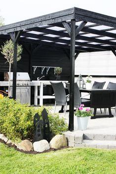 Vi er så småt ved at være klar til sommeren. Small Pergola, Pergola Swing, Deck With Pergola, Covered Pergola, Backyard Pergola, Pergola Shade, Patio Roof, Patio Canopy, Pergola Plans