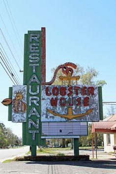 The Lobster House Restaurant Old Neon Sign Old Neon Signs, Vintage Neon Signs, Old Signs, Advertising Signs, Vintage Advertisements, Lobster House, Retro Signage, Diner Sign, Vintage Hotels
