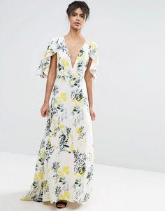Imagen 1 de Vestido largo muy escotado con volantes a capas y diseño floral de ASOS