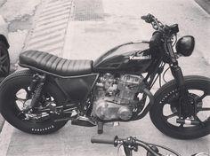 Full black para este Kawa 440 x STG #stgtracker #kawasaki #kz440 #tracker #brat #bratstyle #firestone #championdeluxe #blackonblack www.stgtracker.com.ar