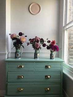 By using our lively mint green, Arsenic, when renovating her chest of drawers, Tanya has created a stunning piece of furniture which she can treasure for years to come. Upcycled Furniture, Painted Furniture, Bedroom Furniture, Furniture Layout, Furniture Makeover, Furniture Ideas, Farrow Ball, Color Verde Militar, Contemporary Kitchen Cabinets
