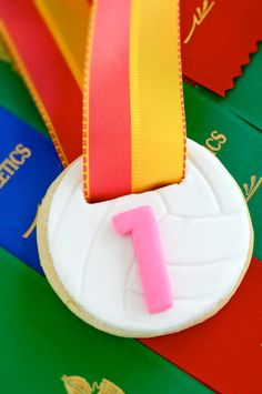 Volleyball Cookie Medals. I'll try to make these for my volleyball team next year!