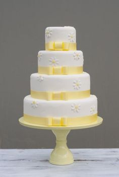 Wedding Cake with daisies from B Cake Studio