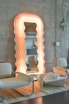 The Ultrafragola mirror by Ettore Sottsass for Poltronova is a radical design icon, a must-have! century furniture shop and gallery, Switzerland. Interior Architecture, Interior And Exterior, Room Interior, Spiegel Design, Design Retro, Diy Mirror, Retro Mirror, Cool Mirrors, Mirror Ideas