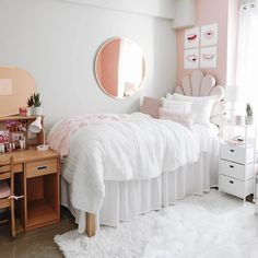 Apartment Room, Room Makeover, Small Room Bedroom, Room Ideas Bedroom, Room Inspo, Dorm Room Designs, White Dorm Room, Dorm Room Decor, Preppy Room