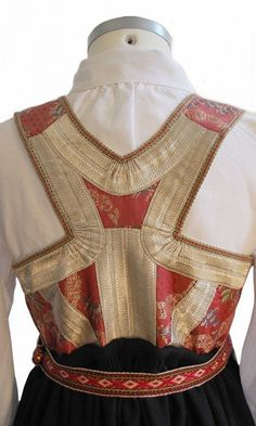 Aust-Agder - Åmlibunad // Shoulder movement Folk Fashion, Ethnic Fashion, Folk Costume, Costumes, Historical Women, Apron Dress, Pinafore Dress, Antique Clothing, Nordic Design