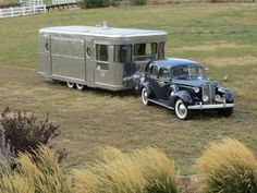 Vintage travel trailer and OMG! - Vintage travel trailer and OMG! Old Campers, Vintage Campers Trailers, Retro Campers, Vintage Caravans, Camper Trailers, Airstream Motorhome, Retro Rv, Vintage Motorhome, Chuck Box