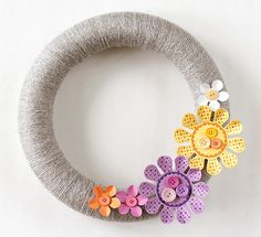 Floral Yarn Wreath / Home Decor | Fiskars