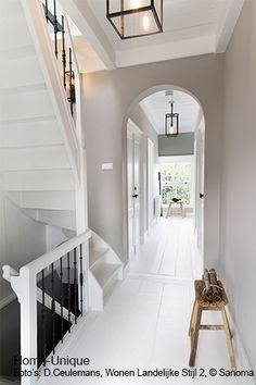 Binnenhuisarchitectuur grachtenpand landelijk wonen interieurarchitect - lovely white spaces in crontrast with natural materials