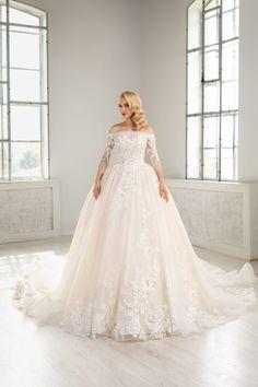 Rochie de mireasa din dantela chantilly si cristale swarovsky . Modelul aceste rochii de mireasa avantajeaza silueta, punand accentul pe umeri in timp de manecile din dantela imbraca in mod elegant bratele . Disponibila pe alb natural, blush sau champagne. Glamour, Wedding Dresses, Fashion, Engagement, Weddings, Dress, Gowns, Bride Dresses, Moda