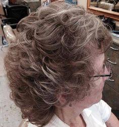 penteado volumoso meio para as mulheres mais velhas